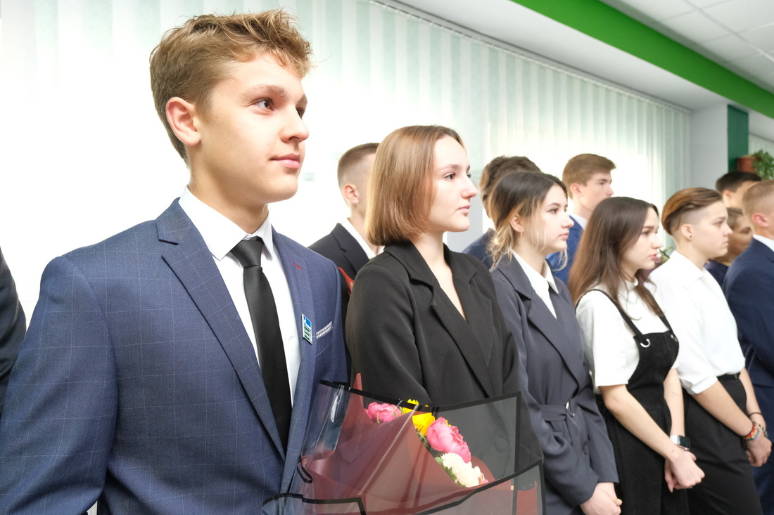 Ученики одиннадцатого «Газпром-класса» наторжественной линейке вДень знаний