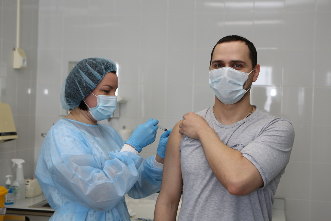 Второй этап вакцинации двухкомпонентной вакциной «Гам-КОВИД-Вак»