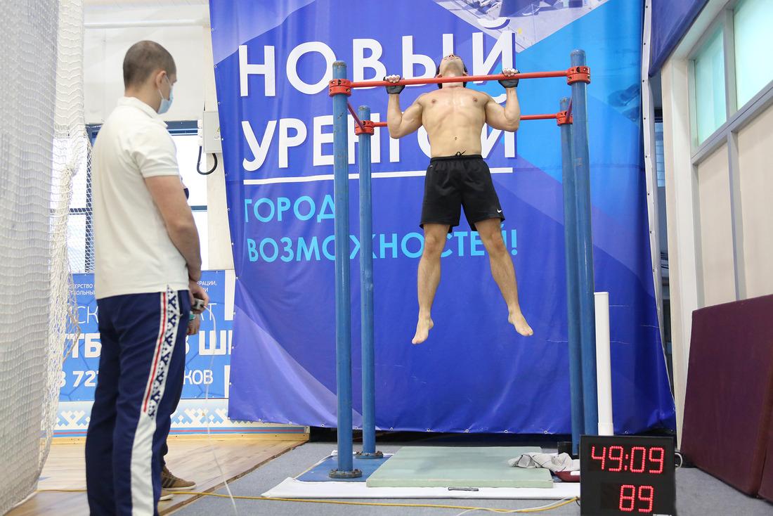 Равиль Хакимов вовремя выполнения упражнения