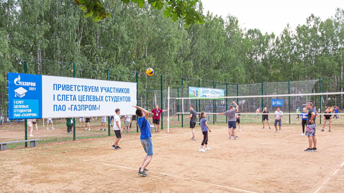 Спортивные состязания между командами участников. Фото организаторов мероприятия
