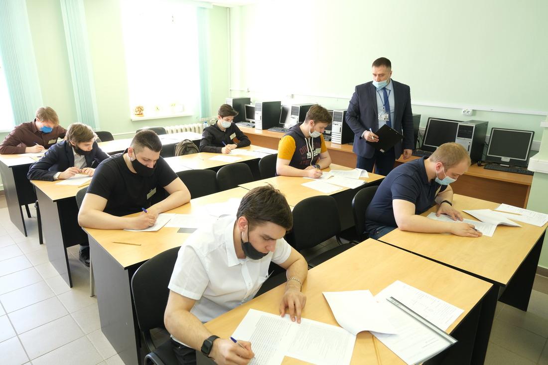 Участники выполняли групповое ииндивидуальное задания, проходили тестирование иинтервью скуратором